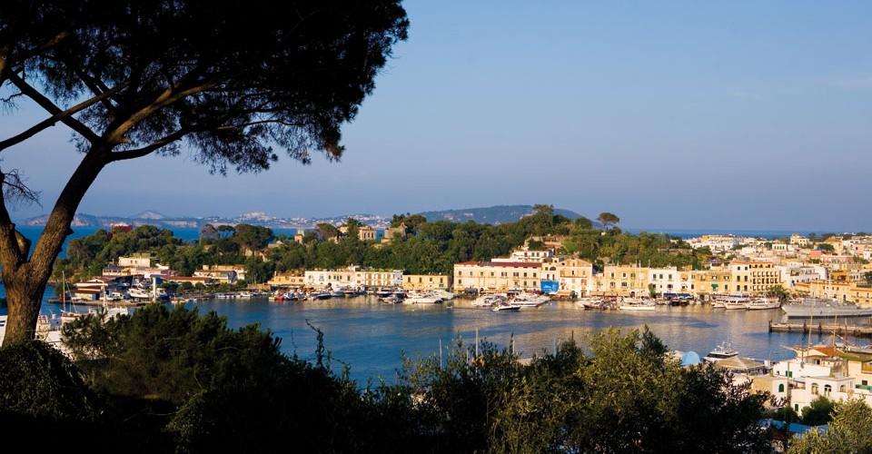 isola-di-ischia-02-thumb-960x500